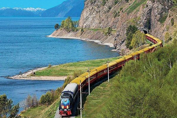 Jezero Bajkal a Transsibiřská magistrála