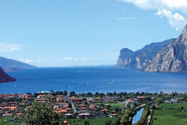 Jezero Lago Di Garda, perla italských Alp