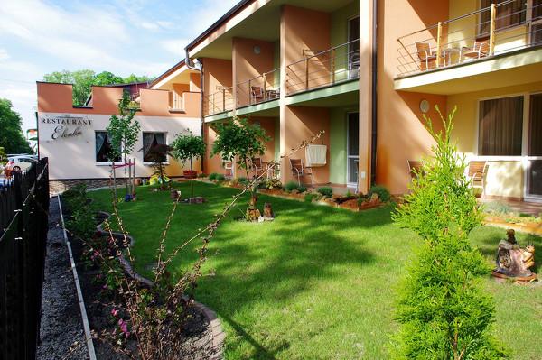 Velký Meder, hotel Elenka